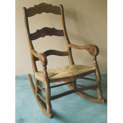 Mecedora de diseño en madera de olivo Balkar