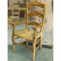 Sillón con asiento de anea en madera de olivo Argantonio