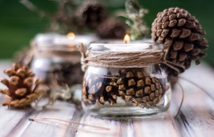ideas para decorar tu mesa diy_pinecone_craft_candle_christmas_winter_floating_candle_tealight_twine_1355530767