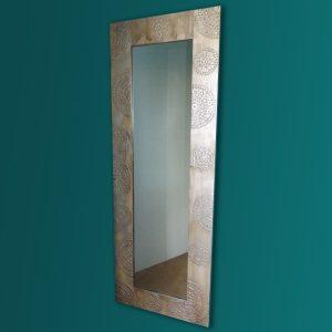 espejos innovadores-espejo-alto-artesanal-suelo-hecho-a-mano-modelo-uyuni